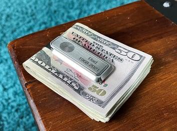 Thumbies_Moneyclip_Fingerprint_Script_Lifestyle2 (3)