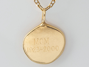 thumbies-gold-pendant-back